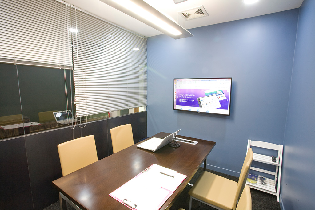 "MeetingRoom with 42"" monitor"