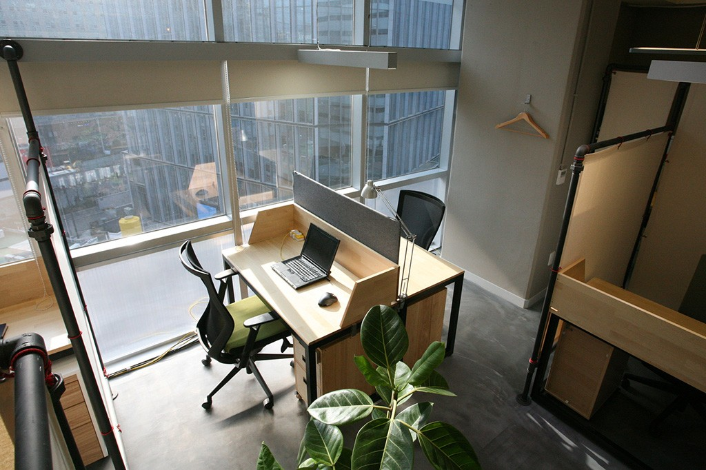 Desks-window-2P