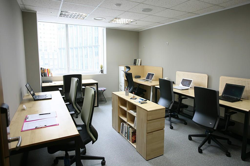 Office-window-5~6p