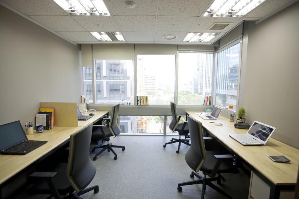 Office-window-4p